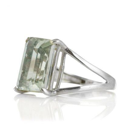 Изчистен сребърен пръстен с правоъгълен празиолит (зелен аметист)