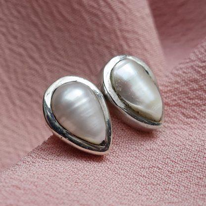 Сребърни обеци-капка с перла на винт